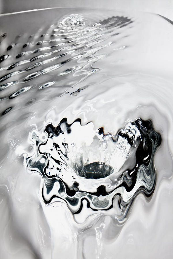 Table-d-eau-la-Liquid-Glacial-par-Zaha-Hadid-blog-espritdesign-6